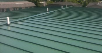 standing seam roof in forest green